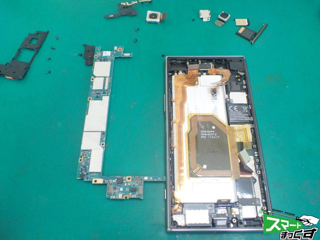 Xperia XZ Premium(SO-04J) 基板取り外し