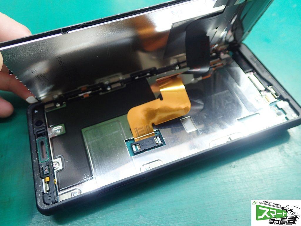 Xperia XZ2 compact SO-05K ディスプレイ分解