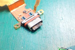 Xperia XZ3 充電不良 破損USB拡大