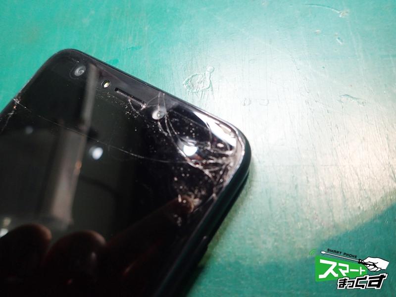 ZenFone 5Q ZC600KL インカメラガラス割れ破損箇所