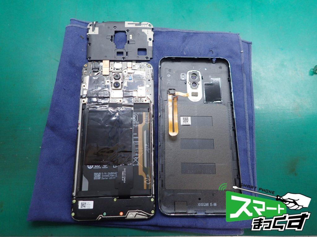 Xiaomi pocophone F1 背面外し完了